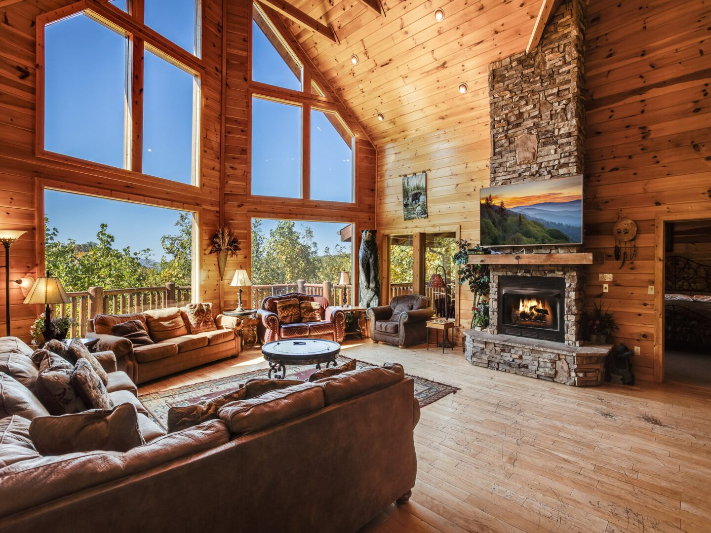 Living room and fireplace in Smoky Mountains cabin rental